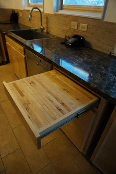 Pull out maple butcher block cutting board.